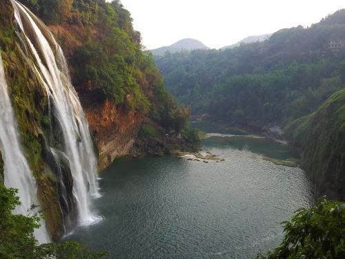 wang go sho water falles in Guizu